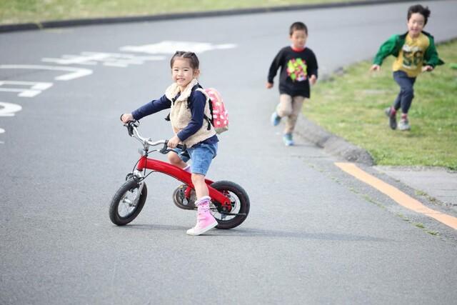 子供の道路遊び